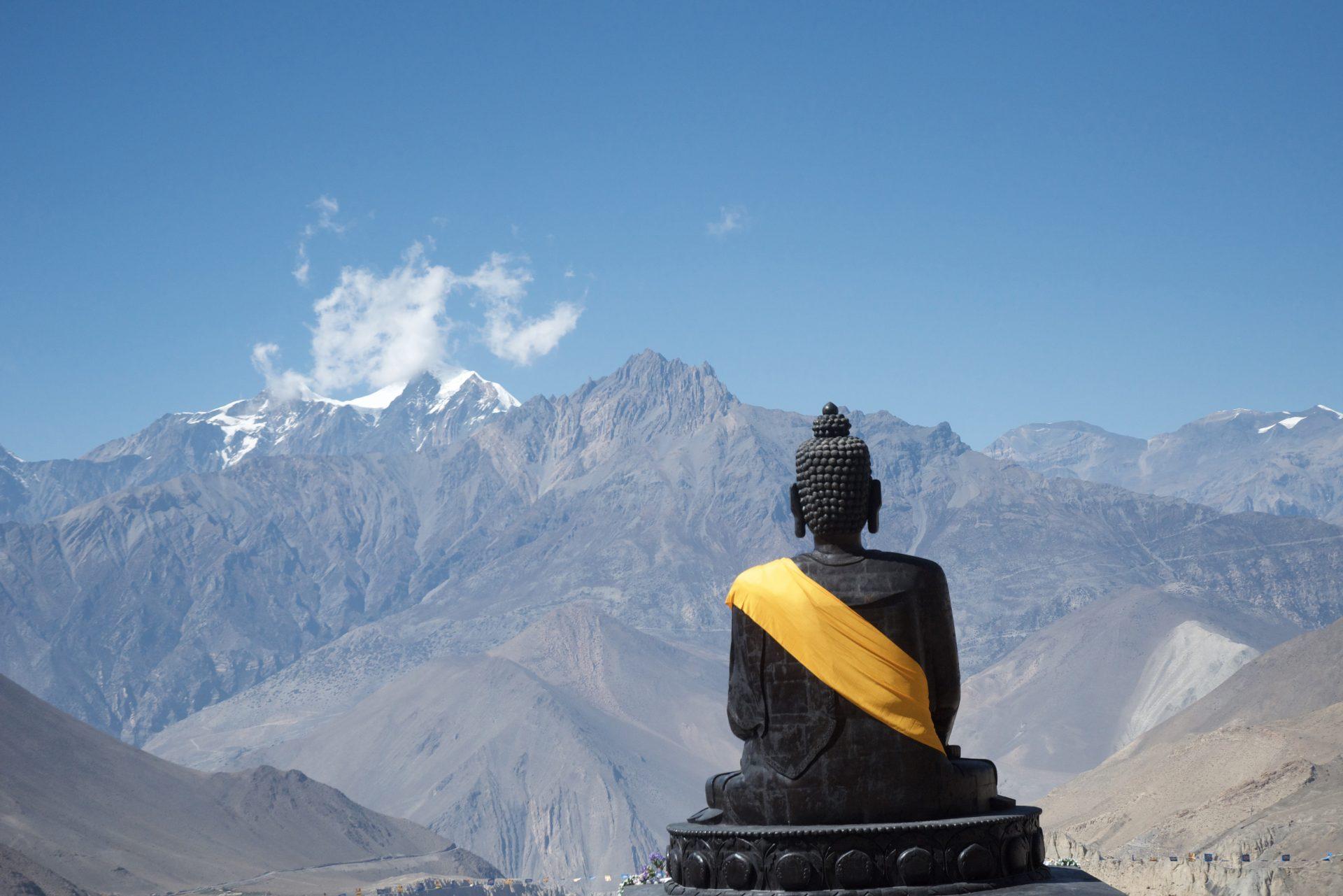 Boeddhabeeld in Muktinath-Chumig Gyatsa, een interreligieus pelgrimsoord in Nepal dat diverse mensen bezochten in het kader van hun coachingstraject bij André Kalden.